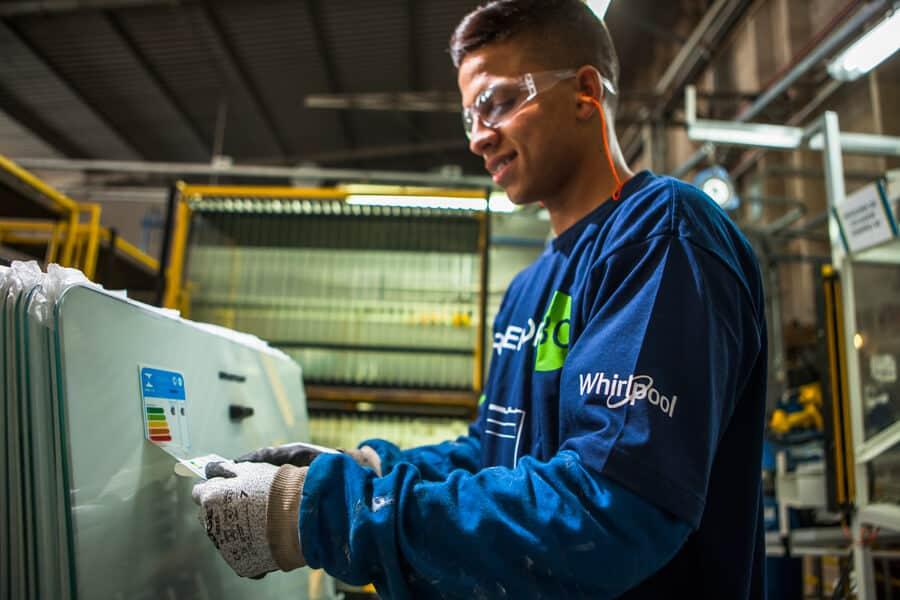Magalu, Nubank, Brastemp e Volkswagen ofertam vagas de estágio e trainee