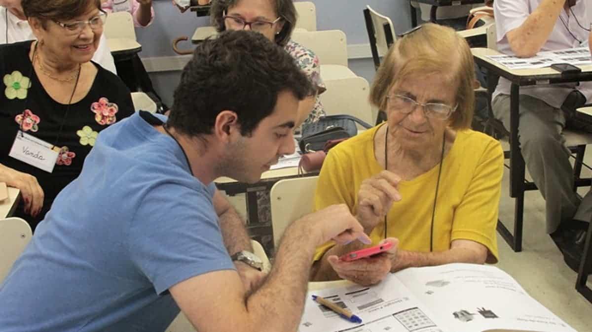 USP abre inscrições em curso online e gratuito para pessoas a partir de 60 anos
