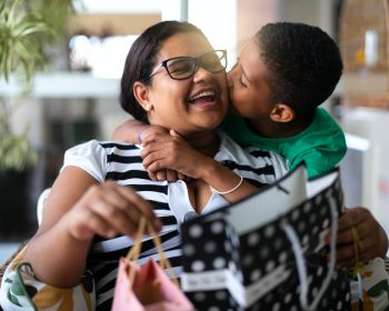 Dia das Mães: TIM, Shopee e Amazon oferecem descontos especiais