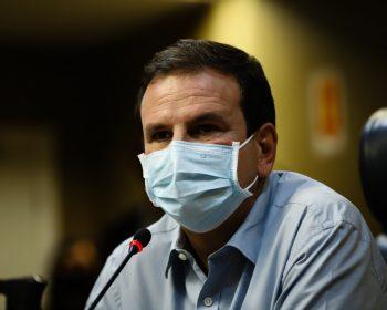 Paes prevê: Cariocas com mais de 18 anos serão vacinados até outubro