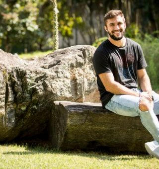 Ex-BBB Arthur é 'assediado' pelo Nubank, PicPay, Banco PAN, Itaú e Trigg