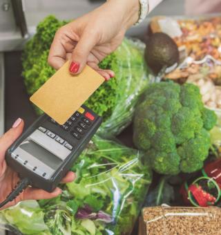 Cartão alimentação: Veja como receber benefício em Pernambuco e Goiás
