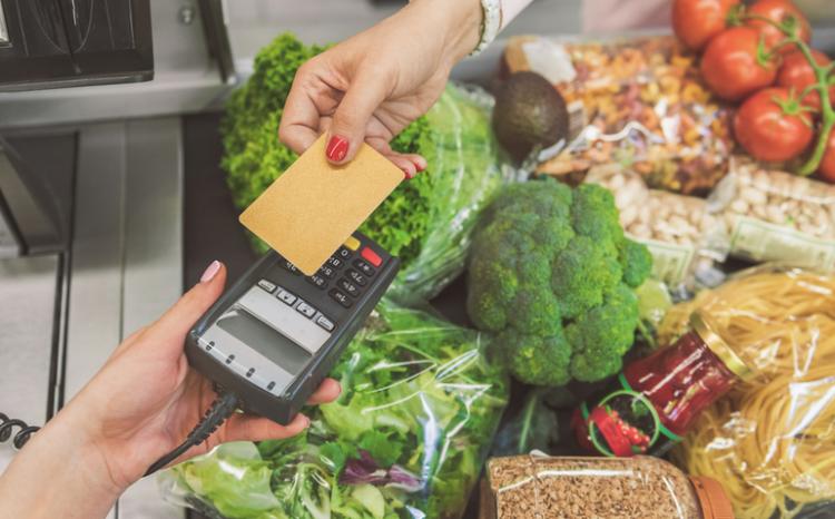 Cartão alimentação: Três estados liberam benefícios para compra de comida