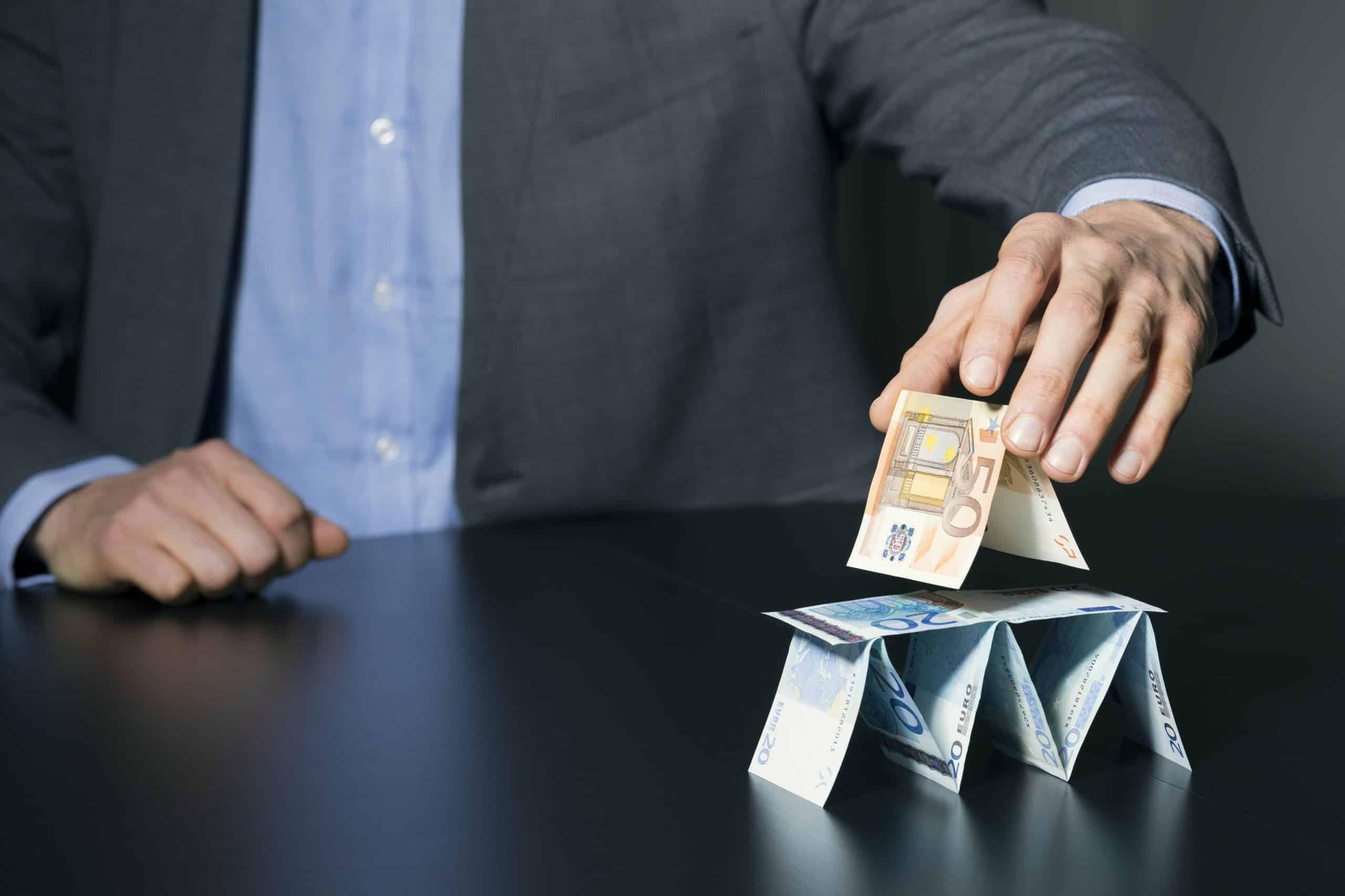 É sempre golpe? Veja como funciona pirâmide financeira e marketing multinível