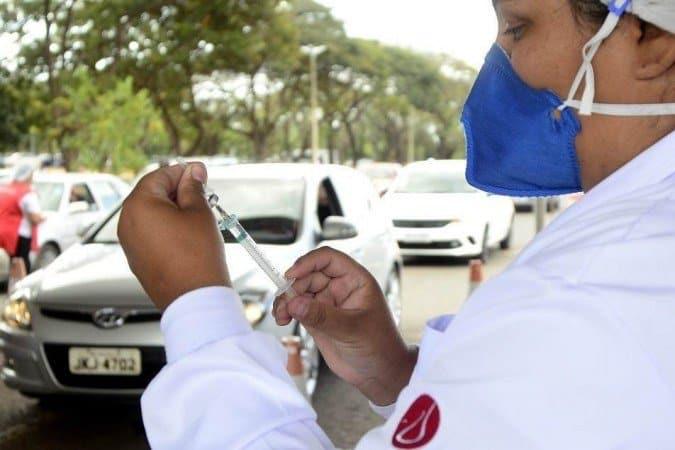 Governo do DF amplia postos para vacinação dos professores
