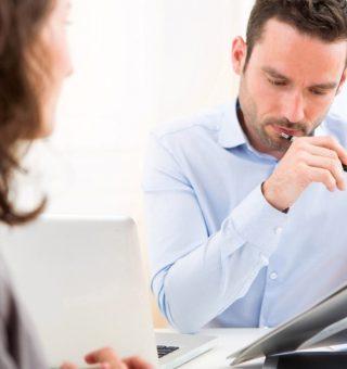 Buscando emprego, mas sem resposta? ESTES erros no currículo e entrevista são fatais