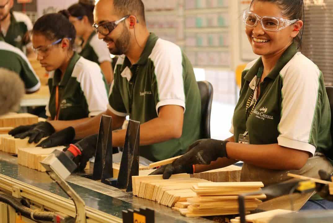 A Faber-Castell está com vagas de emprego abertas nos estados de São Paulo e Santa Catarina. As oportunidades são para candidatos de nível médio e superior, para atuar nas categorias de: estágio, níveis júnior/trainee, pleno, supervisão, coordenação, sênior e auxiliar.
