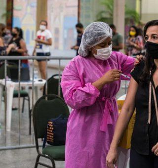 Fortaleza avança imunização contra COVID, mas prevê crise por cidadãos faltosos