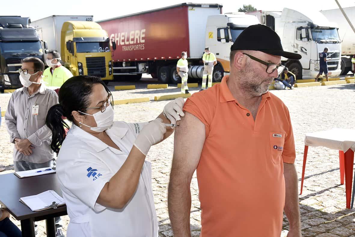 Calendário de vacinação da COVID-19: Novos grupos são incluídos como prioritários