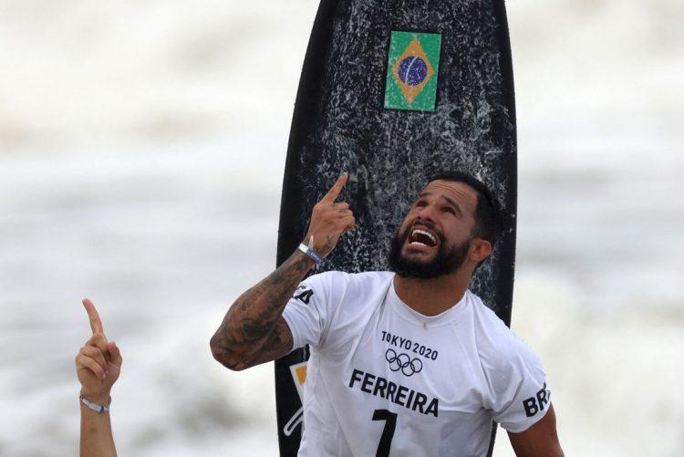 Ítalo ganha ouro no surfe das Olimpíadas e desperta olhar bilionário para o esporte