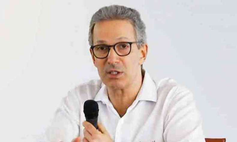 Governador de MG anuncia fim do parcelamento do salário dos servidores