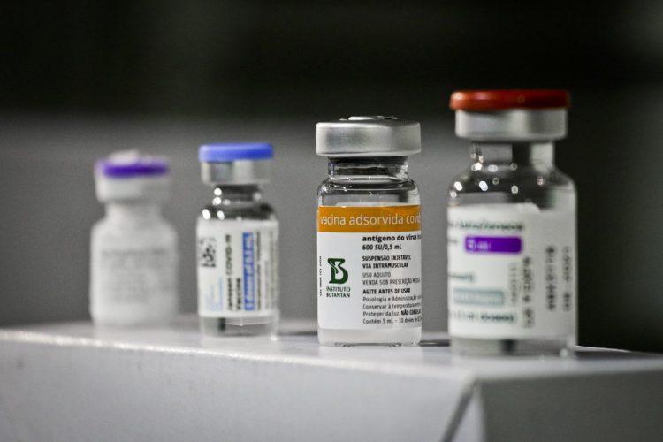Zema propõe 3ª dose da vacina contra COVID-19 em Minas Gerais
