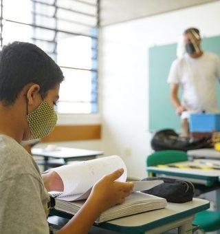 Ensino médio de São Paulo terá uma aula à mais por dia em 2022