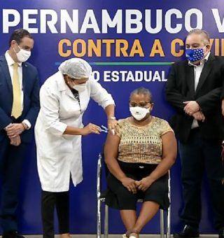 Vacinação da COVID-19 avança em Recife e Olinda para maiores de 37 e 40 anos