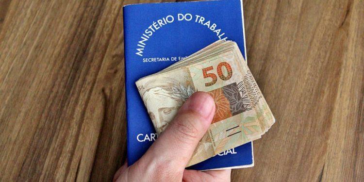 Governo de MG anuncia novo banco para pagamento dos salários de servidores