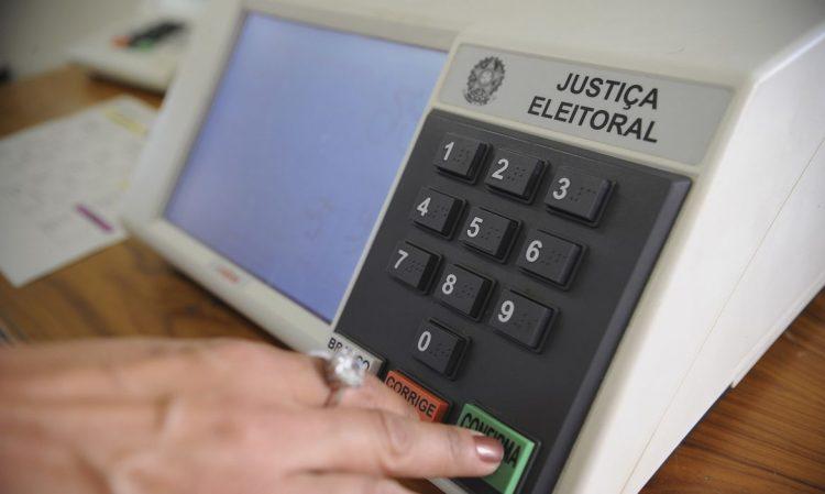 Quanto custa para o Brasil a mudança de votos eletrônicos por impressos?