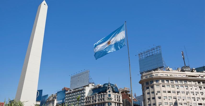 Curso de medicina na Argentina é mais barato? Brasileiros optam por país para economizar