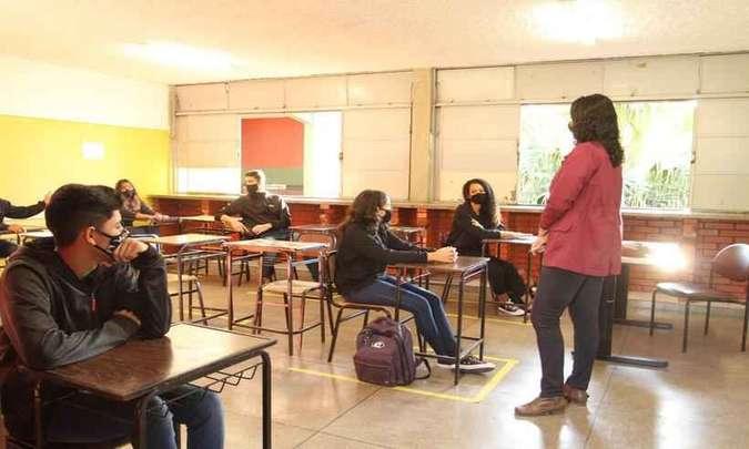 Escolas de MG suspendem retorno as aulas presenciais após casos de COVID-19