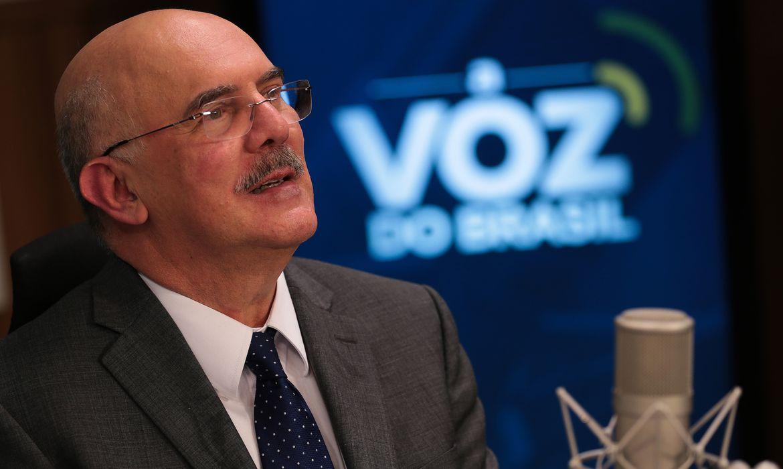 Ministro da Educação admite que vetou gratuidade no ENEM para quem faltou na pandemia