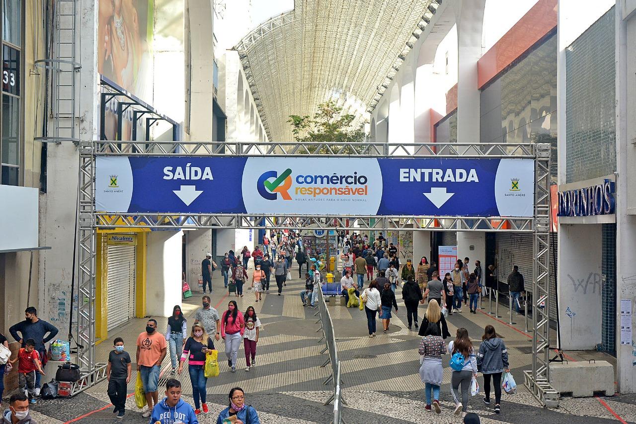 Cidades de SP divergem sobre flexibilização do comércio com circulação de variante