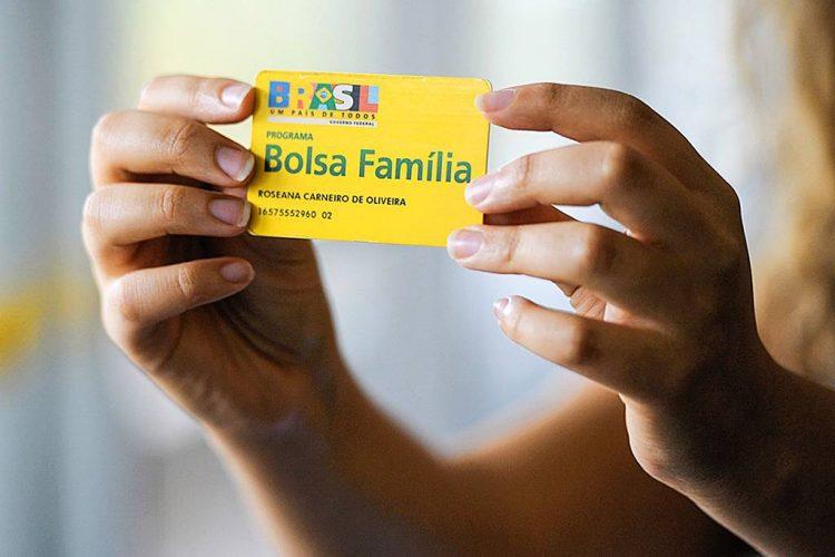Novo Bolsa Família vai sair? Guedes e governo buscam alternativas para bancar