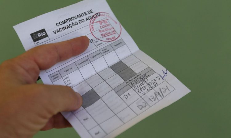 Rio lista comércios e serviços que devem exigir vacinação para entrada do público