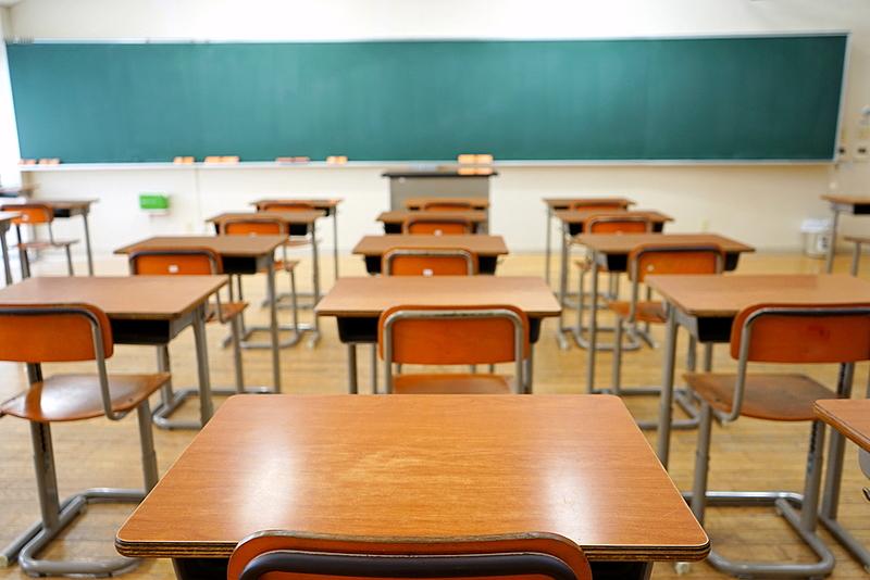 Com volta às aulas presenciais no RJ, governo suspende cartão alimentação