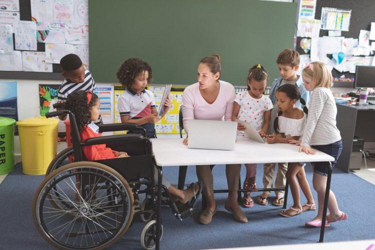 Senado aprova PL que concede prioridade na matrícula escolar para estudantes com necessidades especiais