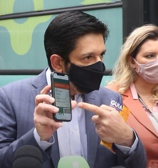 Comprovante da vacina: SP e Rio passam a exigir cartão para entrada em locais públicos