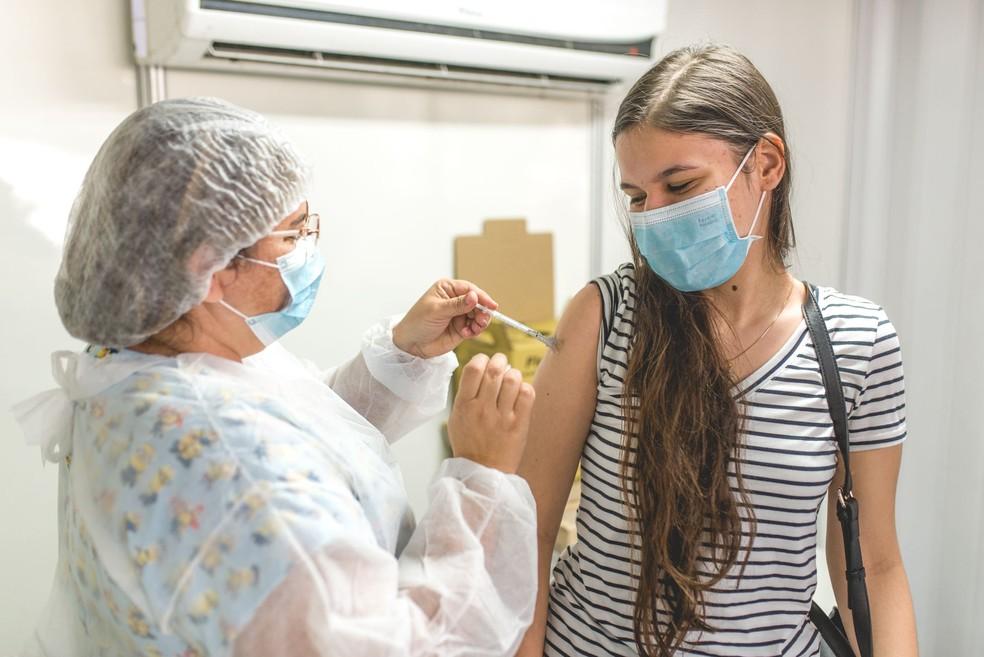 Adolescentes a partir de 15 anos podem receber vacina contra COVID-19 em SP