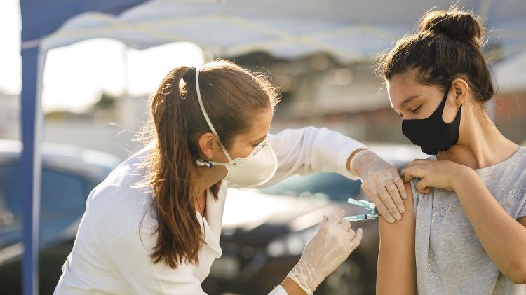 Foz do Iguaçu agenda 1ª dose da vacina contra COVID-19 para maiores de 20 anos