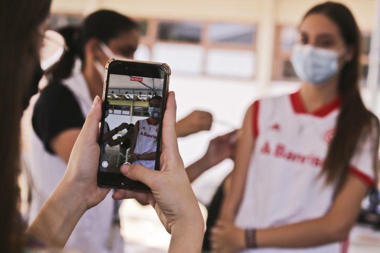 COVID-19: Vacinação para adolescentes de 13 a 16 anos começa em breve em BH