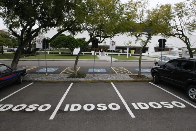 Comissão aprova nova validade para cartão de estacionamento do idoso (Imagem: Gazeta)