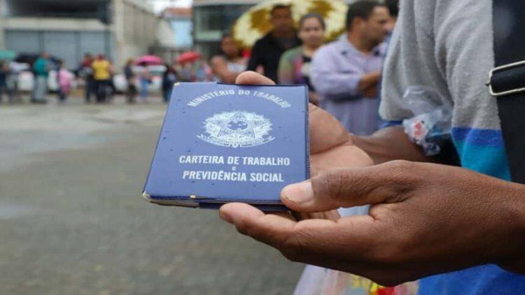 Governo de Pernambuco oferece meio salário mínimo para novos trabalhadores