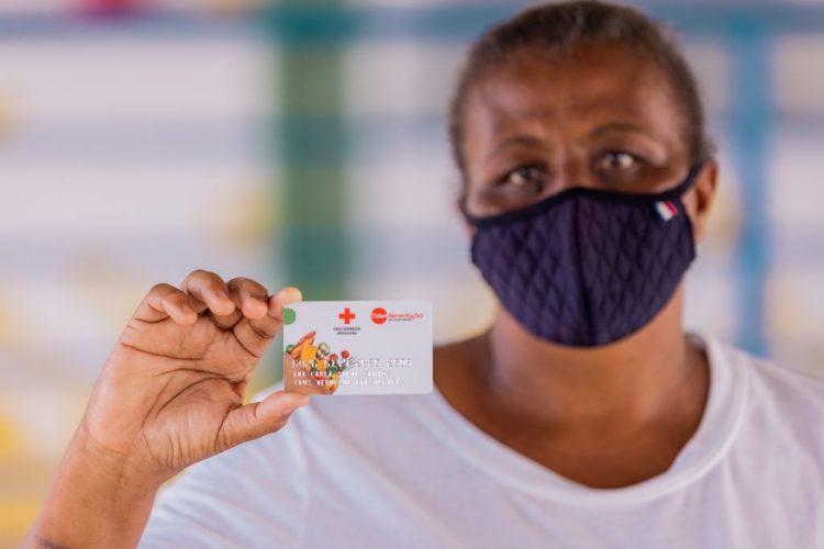 Prefeito de Maceió libera 633 cartões do vale alimentação com crédito de R$ 400
