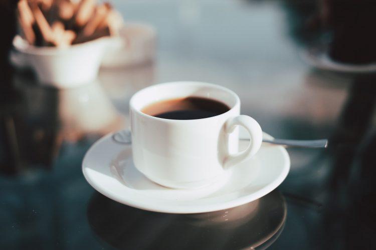 Valor de 500g de café chega a R$ 15 nos mercados; por que valor subiu tanto?