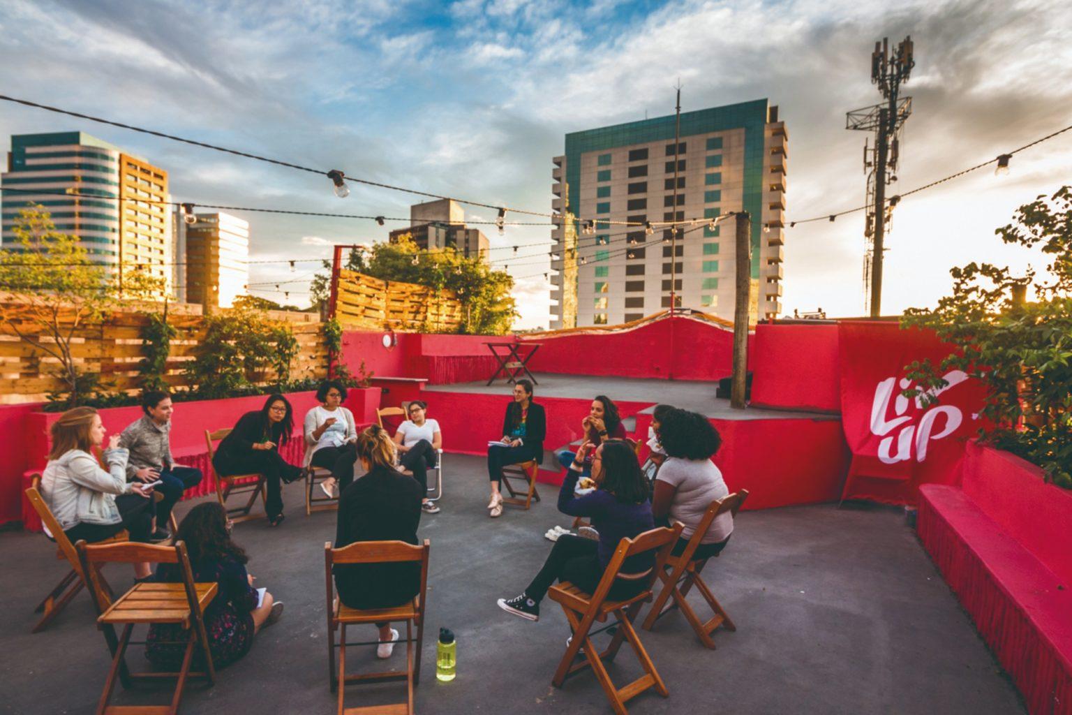 Liv Up abre seleção com 120 vagas de emprego; inscrições on-line (Foto: Forbes Brasil)