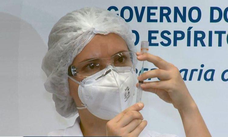 Espírito Santo muda calendário ao reduzir dose das vacinas para maiores de 60 anos