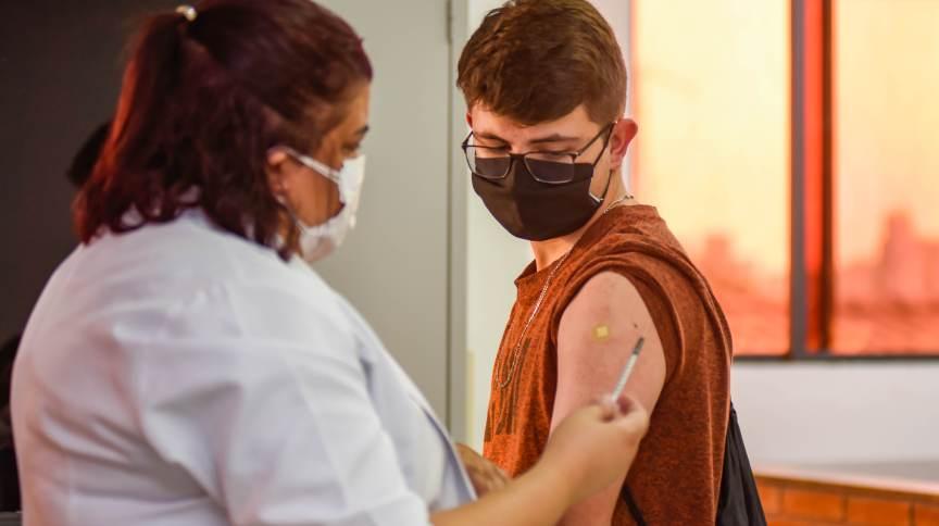 Governo de Minas Gerais autoriza vacinação de adolescentes sem comorbidades