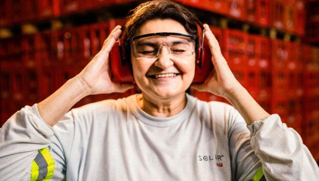 Solar Coca-Cola anuncia vagas de emprego exclusivas para mulheres