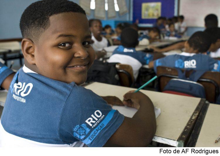 Rio vive drama de suspensão das aulas presenciais com aumento da COVID-19