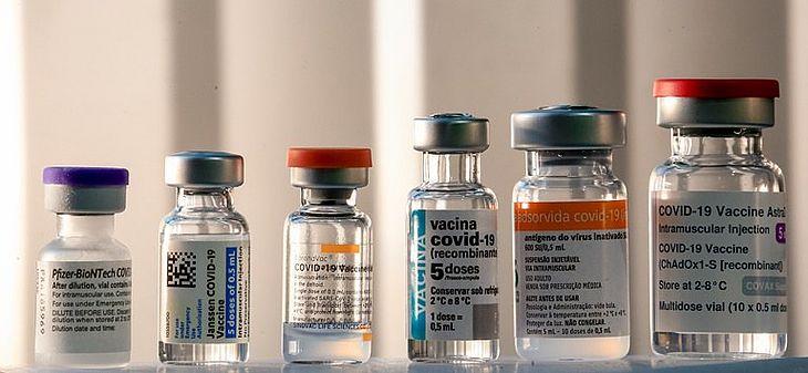 Campanha de vacinação contra COVID-19 em 2022 deve proibir imunizante famoso