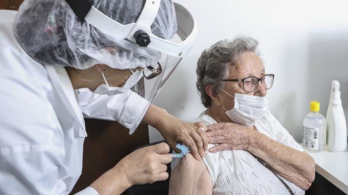 Calendário para dose de reforço da vacina contra COVID-19 foi divulgado em SP