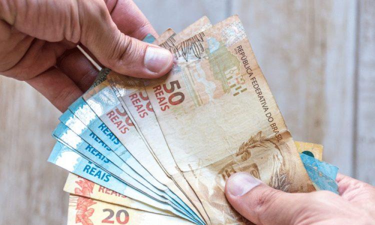 Salário mínimo 2022: Quando será anunciado? Veja projeções de valor