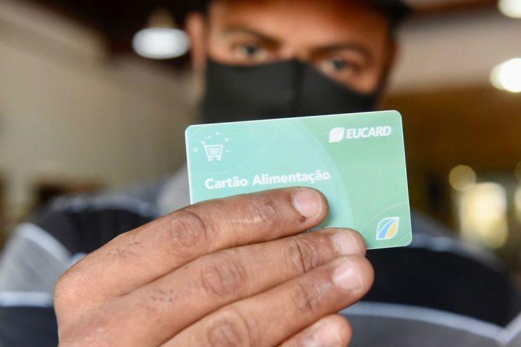 Auxílio alimentação de R$ 240,00 começa a ser pago para moradores de Olinda